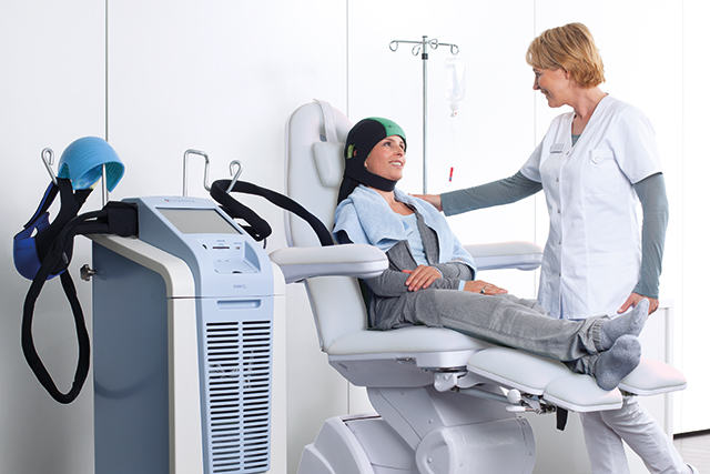 A patient uses the Dignicap cooling cap.